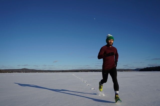 Bliv set på løbeturen med en julesweater